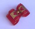 Kokardka 010 - czerwona z serduszkami
